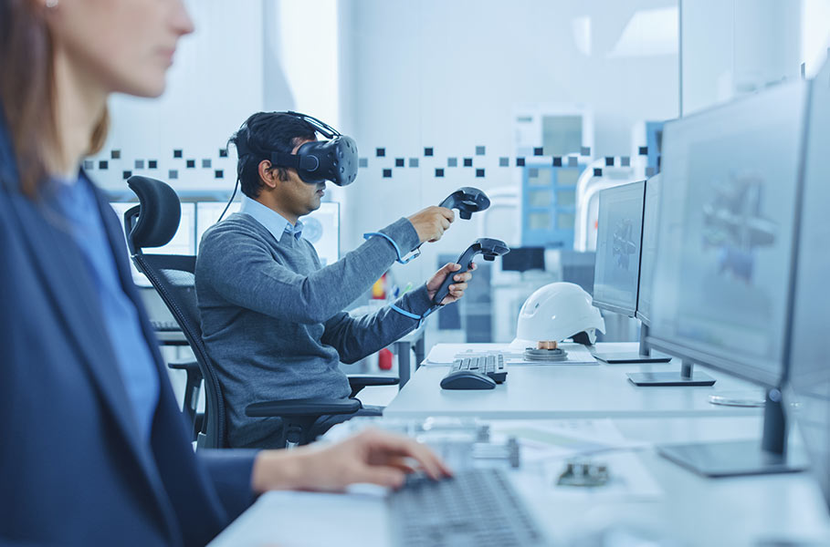 employees work with VR technology (individual solutions)